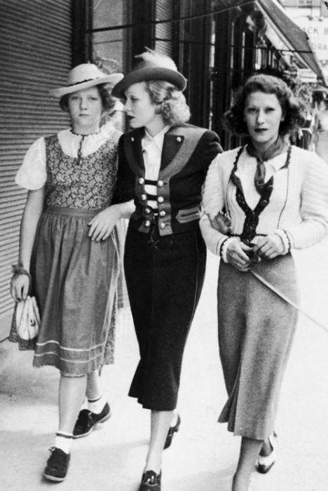 Marlene Dietrich together with her daughter and a friend in Salzburg.